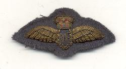 click to see ml1105-1950s-british-raf-officers-bullion-cap-piece