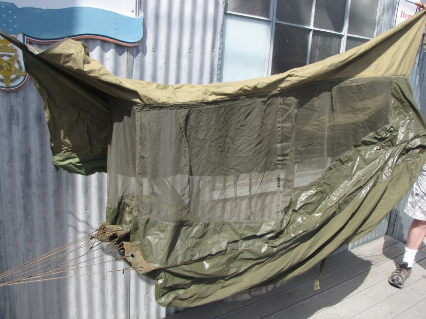 uwg 0121 wwii us army jungle hammock uwg 0121 wwii us army jungle hammock   field equipment   military      rh   militaryantiquesmuseum